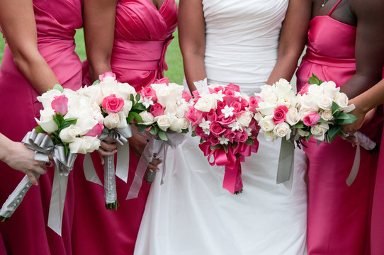 Bride with bridesmaids and bouquets