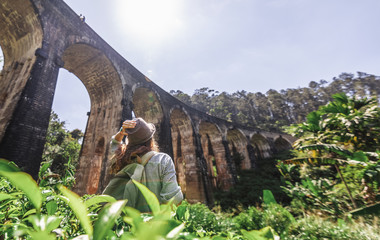 Obraz Woman looks at the Demodara nine arches bridge the most visited sight of Ella town in Sri Lanka, Travel to Asia - fototapety do salonu