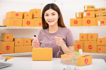 The seller prepares the delivery box for the customer