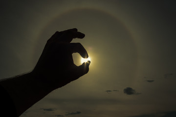 Fototapeta Złapać słońce w dłoń
