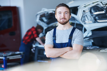 Car repair service staff