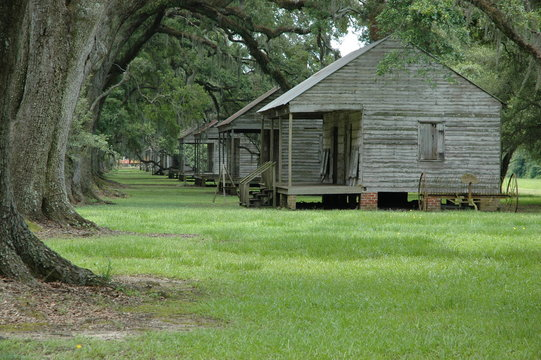 Slave cabins at Evergreen Plantation, located on the west side of the Mississippi River in St. John the Baptist Parish, constructed in 1790, Wallace, Louisiana, USA.