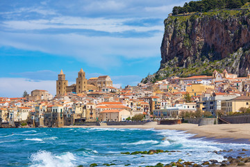 Photo sur Aluminium Palerme Cefalu is city in Italian Metropolitan City of Palermo located on Tyrrhenian coast of Sicily, Italy