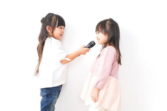 歌を歌う女の子たち