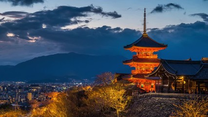 Wall Mural - Time lapse of Kyoto city with red pagoda at twilight, Japan. zoom out