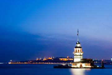 Fotomurales - Maiden tower at bosporus and city view from istanbul