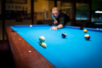 A man plasy Pool Billiard