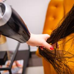 Zabieg keratynowy u fryzjera - Keratin treatment at the hairdresser