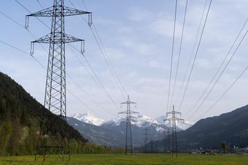 Stromtrasse in den Alpen