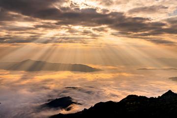 Foto op Plexiglas Ochtendgloren Sunrise with mist on hills