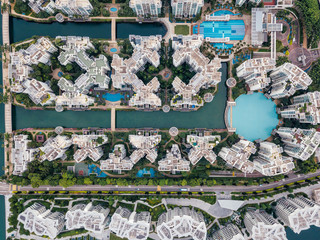 Fototapete - Top view of keppel bay with modern residence in Singapore city.