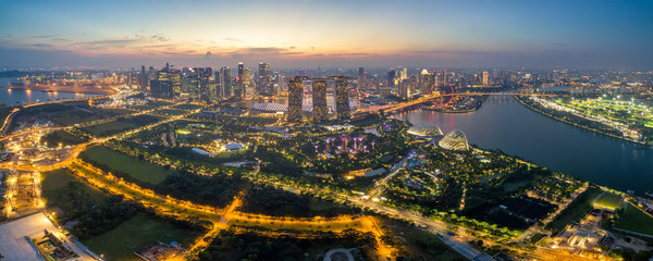 Fototapete - Panorama aerial view of the Singapore landmark financial business district at twilight sunset scene with skyscraper and beautiful sky. Singapore downtown