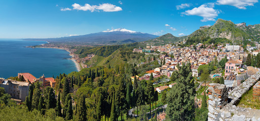 Taormina and Mt. Etna volcano in the bacground - Sicily. Fototapete
