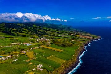 Azoren - Küsten, Wellen, Klippen und Landschaften von Sao Miguel aus der Luft