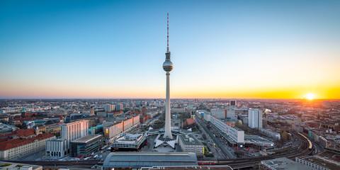 Wall Mural - Skyline von Berlin mit Fernsehturm bei Sonnenuntergang