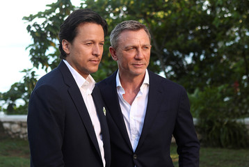 """Director Cary Joji Fukunaga and actor Daniel Craig pose for a picture during a photocall for the British spy franchise's 25th film set for release next year, titled """"Bond 25"""" in Oracabessa"""