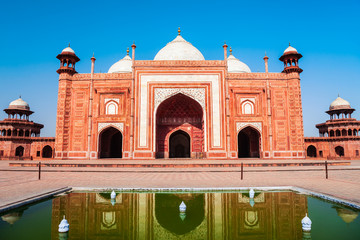 Fototapete - Mosque, Taj Mahal outlying building