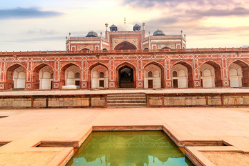 Fototapete - Humayun Tomb red sandstone architecture structure with stone carvings and arches. Humayun Tomb Delhi is a UNESCO World Heritage site.