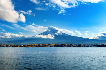 Wall Mural - Fuji mountains and Kawaguchiko lake in Japan.