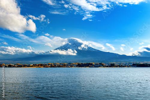 Wall mural Fuji mountains and Kawaguchiko lake in Japan.