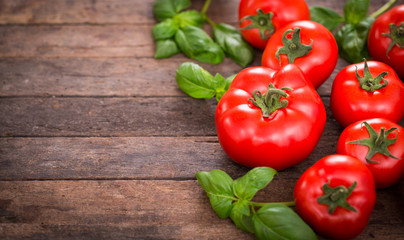 Fototapeta Fresh ripe tomatoes and basil on the wooden table obraz