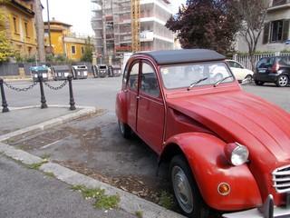 Obraz  Stary samochód czerwony. Roma - fototapety do salonu