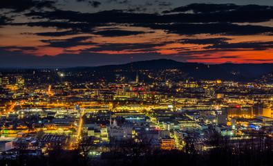Linz, Österreich, Nachtaufnahme