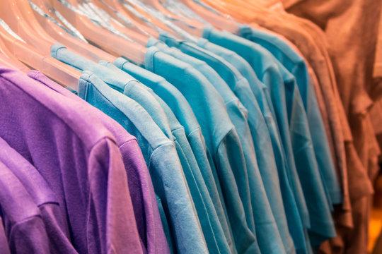 T-shirts auf Bügeln