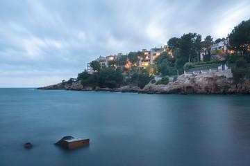 Abendstimmung über Cala Bendinat in Portal Nous, Mallorca