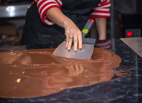 Tempering melted chocolate on table