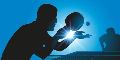 Concept du sport en salle avec deux adversaires qui s'affrontent lors d'une partie de tennis de table. Celui qui se trouve au premier plan est au service pour le gain du match.