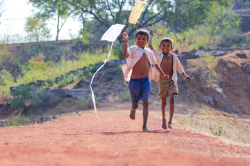 indian child playing with kite Fotomurales