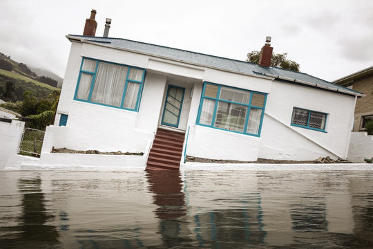 Flooding with a crooked house