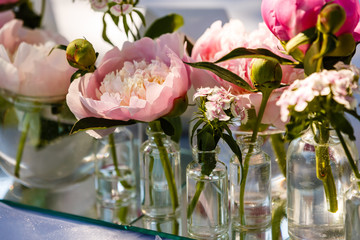 Festive table decor with white and pink flowers