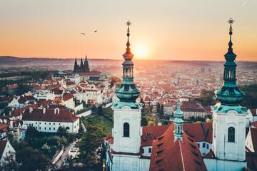 In de dag Oude gebouw Aerial panorama of the Old Town, Prague, Czech Republic. Strahov monastery, Prague Castle.