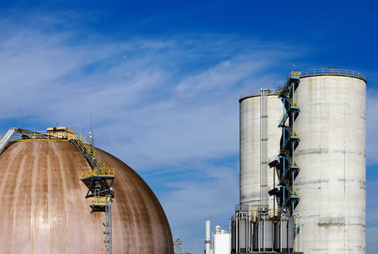 Silos and energy storage at a factory