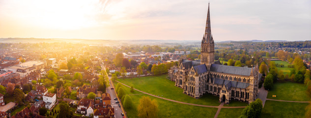 Aerial view of Salisbury cathedral in the spring morning Fototapete