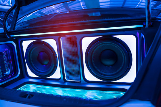 lights of stereo and speakers in car