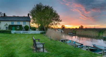 Fototapete - Stunning sunset over moorings at West Somerton