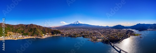 Wall mural Panorama of aerial view Fuji mountain and kawaguchiko lake in Japan.