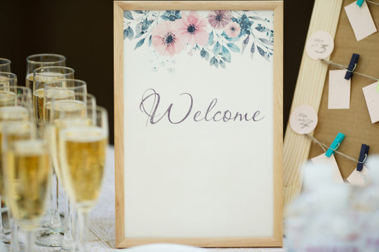 invitation frame with glasses of champagne