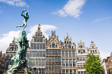 Foto op Aluminium Antwerpen Brabo monument at the Grote markt square in Antwerp, Belgium. Beautiful old town of Antwerpen. Popular travel destination and tourist attraction