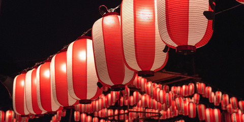 Japanese red festival lanterns at night 夏祭りの提灯