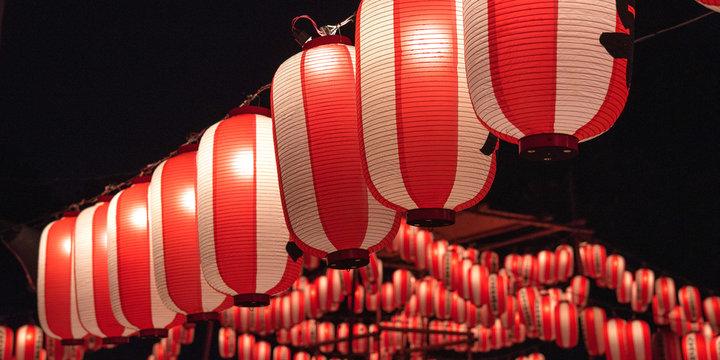 Japanese red festival lanterns at night 夏祭りの提灯