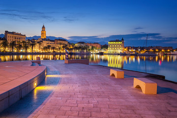 Fototapete - Promenade of Split during Sunrise, beautiful Croatia