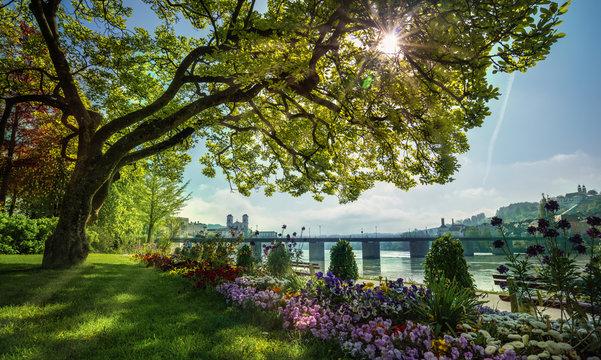 Dreiflüssestadt Passau bei Sonnenschein im Frühling