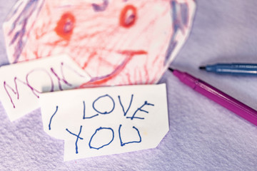 Drawing and writing infantile, declaring the love to his Mama.