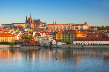 Poster Praag Beautiful old town and the castle in Prague at sunrise, Czech Republic