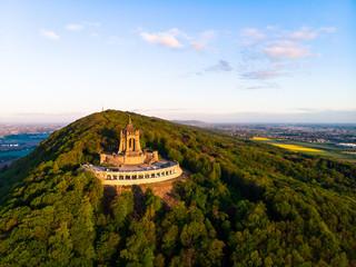 Kaiser Wilhelm Denkmal in Porta Westfalica, Luftaufnahme im Sommer, Deutschland