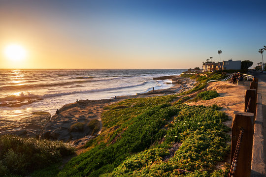 Sun goes down over the northern end of Windansea Beach, San Diego, California